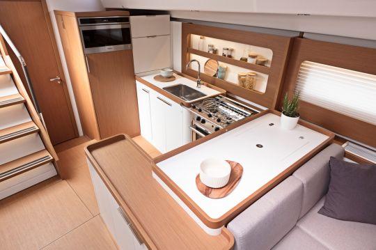 La cuisine du First Yacht 53
