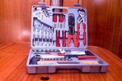 Der Werkzeugkasten auf einem Boot ist ein Muss