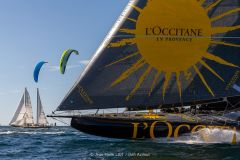 L'Occitane en Provence in vollem Lauf, Pen Duick III und Kitesurfen mit Folien an der Seite