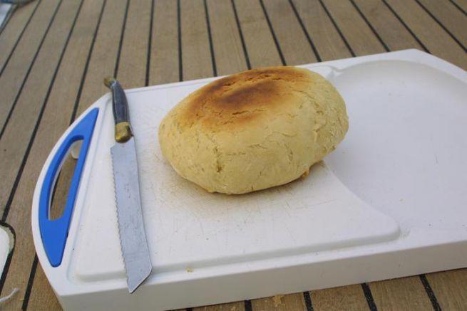 In einer Kasserolle gebackenes Brot